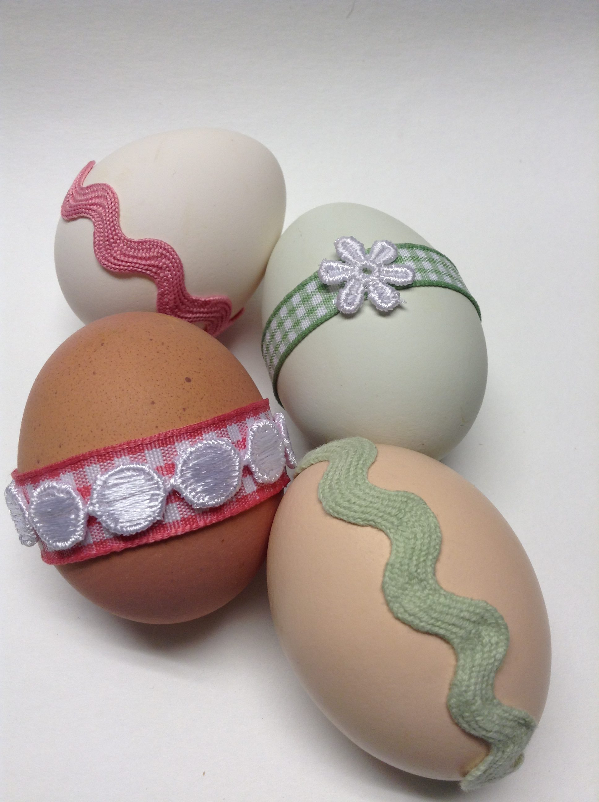 Decorate Easter Eggs With Ribbon